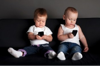 Smartphones-Stressing-Children